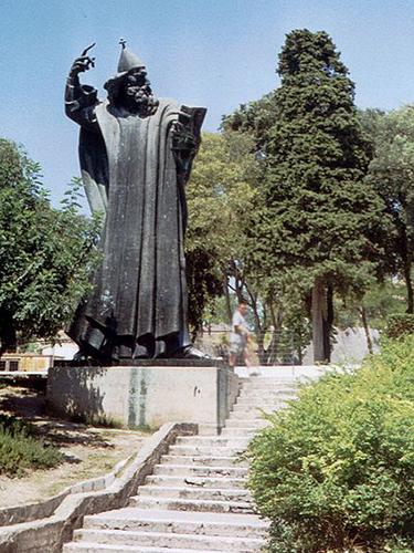 Split monument